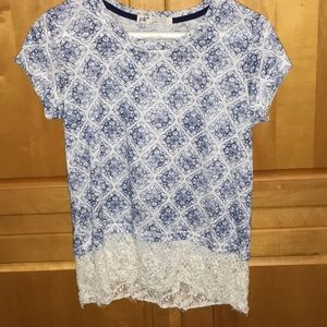 Women's patterned tee with lace bottom